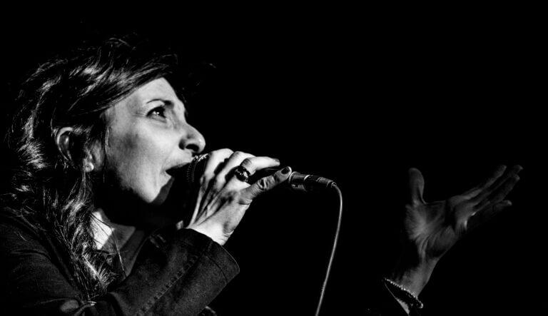 Paola Matarrese, bolognese, diplomata in Canto Moderno, Canto Lirico, Didattica della Musica… sempre in continua formazione e ricerca, vediamo nel dettaglio chi è…